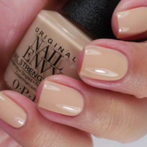 O.P.I Nail Envy Strength & Colour Samoan Sand